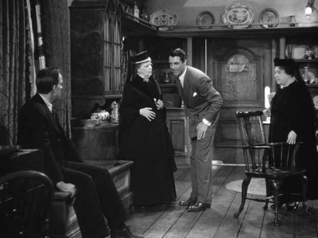 1 Cary-in-Arsenic-and-Old-Lace-cary-grant-4294910-1024-768